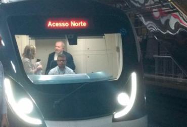 Lula chega ao metrô e segue em direção à Arena Fonte Nova