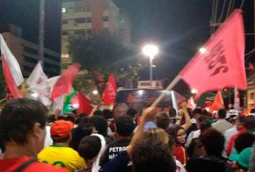 Grupos pró-Lula seguem caravana até Arena Fonte Nova