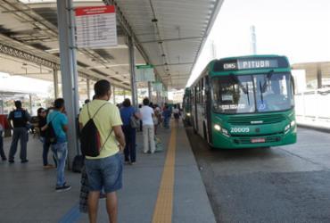 Linhas de ônibus urbanos param fora da Rodoviária