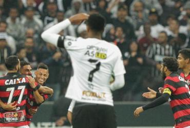 Na raça, Vitória tira invencibilidade do Corinthians