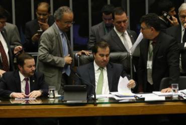 Câmara retira percentual de fundo eleitoral, mas não vota distritão