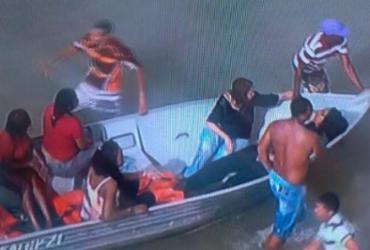 Embarcação vira durante travessia Mar Grande-Salvador | Reprodução | TV Record