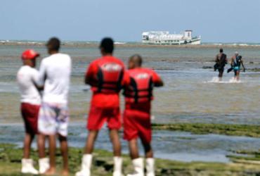 Busca por desaparecidos em naufrágio é retomada em Mar Grande | Raul Spinassé | Ag. A TARDE | 24.08.2017