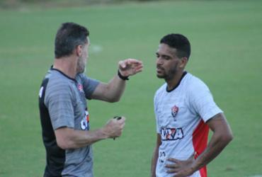 Vitória volta ao batente e já pensa no Flamengo