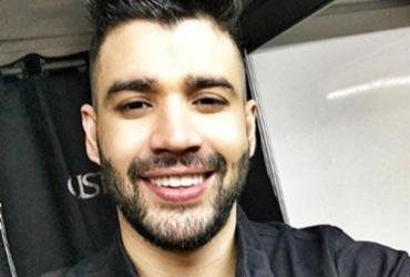 Gusttavo Lima chama artista de rua de Goiânia para cantar com ele