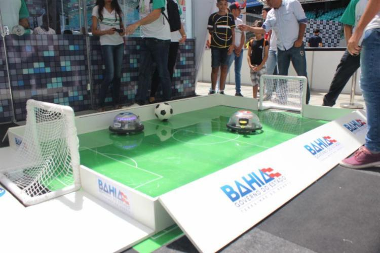 Estudantes testam seu conhecimento no futebol de robô - Foto: Igor Andrade   Ag. A TARDE