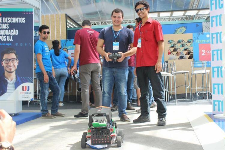 Estudantes da Unifacs exibem projeto de robô durante a Campus Party Bahia - Foto: Igor Andrade   Ag. A TARDE