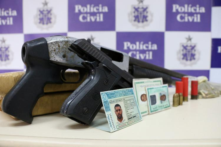 Armas que estavam com os bandidos foram encaminhadas para perícia - Foto: Alberto Maraux | SSP