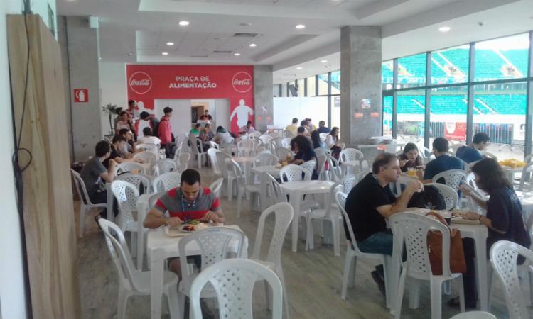 Campuseiros se alimentam para cumprir maratona - Foto: Yuri Pastori | Ag. A Tarde