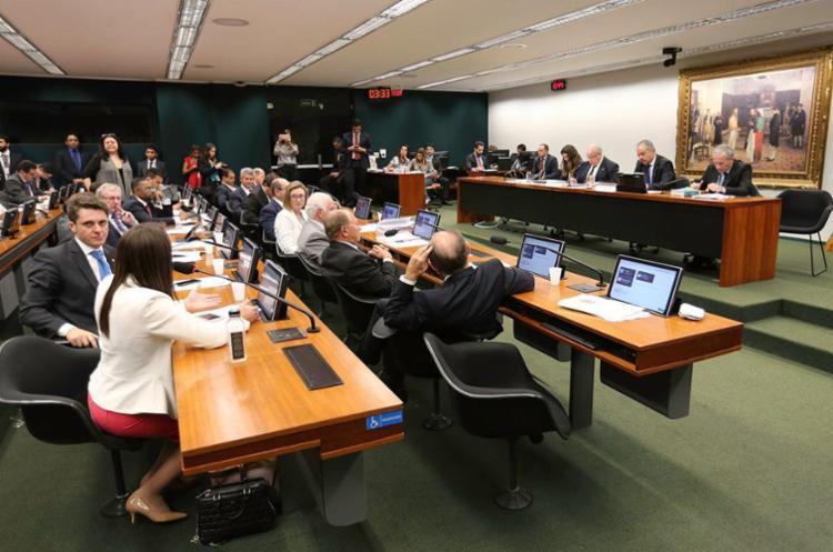 Comissão Especial da Reforma Política deve finalizar parte dos trabalhos na terça - Foto: Fabio Rodrigues Pozzebom   Agência Brasil