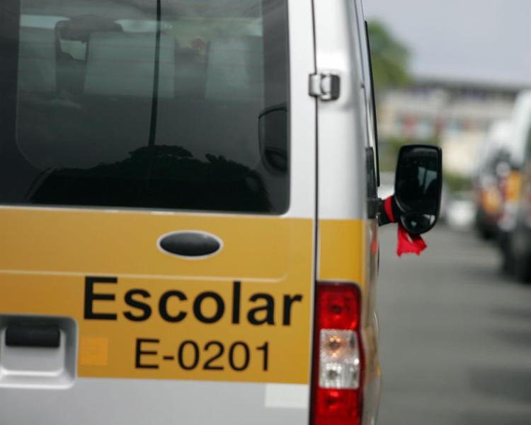 As crianças haviam sido levadas por ladrões que roubaram uma van escolar - Foto: Joá Souza | Ag. A TARDE | 17.07.2015