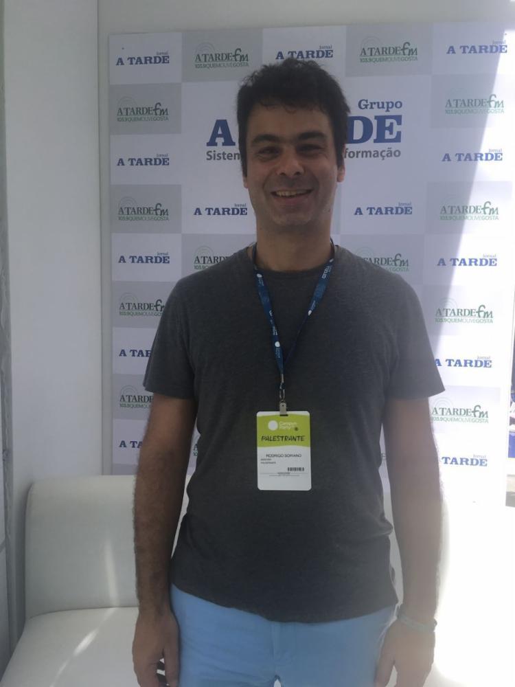 Rodrigo Soriano, CEO da Airstrip, no estande de A TARDE - Foto: Lhays Feliciano