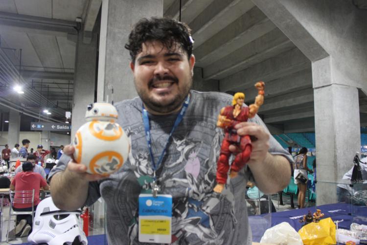 Leonardo exibe alguns bonecos na exposição da Campus Party - Foto: Igor Andrade | A Tarde SP