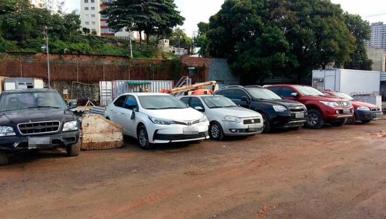 Os veículos tinham os chassis, motores e vidros adulterados no local - Foto: Divulgação   SSP-BA