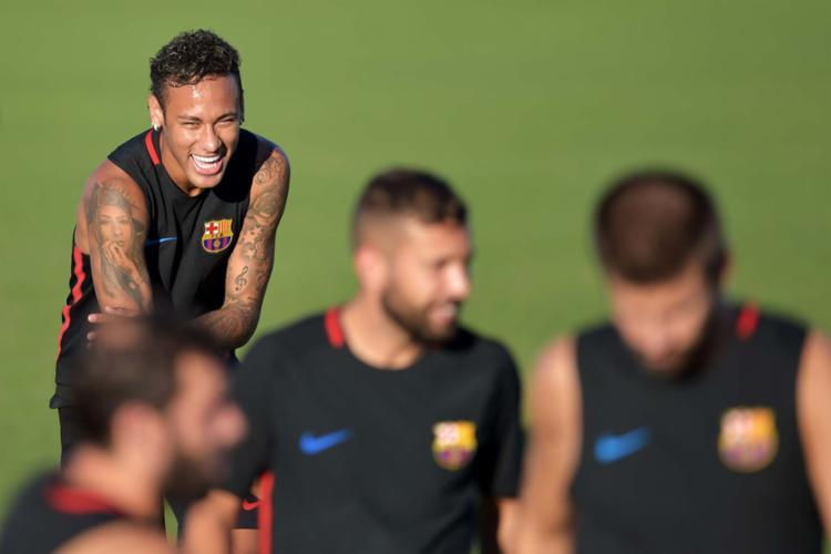 Neymar retornaria aos treinos do Barça junto com o elenco após a pré-temporada nos EUA - Foto: Hector Retamal | AFP