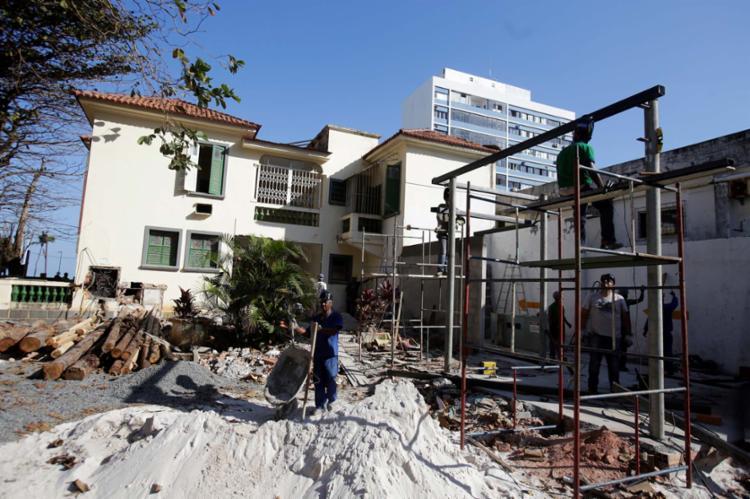 Obras na casa da Barra que abrigará a Casa Cor 2017 - Foto: Adilton Venegeroles | Ag. A TARDE