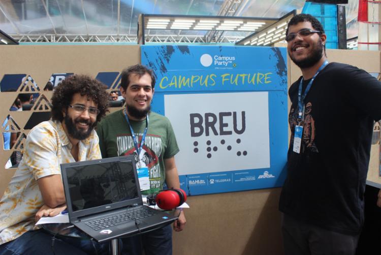 Equipe de desenvolvedores apresentam o game na área open da CPBA - Foto: Igor Andrade | A Tarde SP