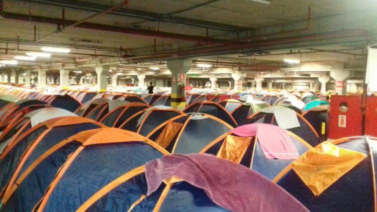 Os campuseiros ficaram alojados no estacionamento coberto da Arena Fonte Nova - Foto: A TARDE SP