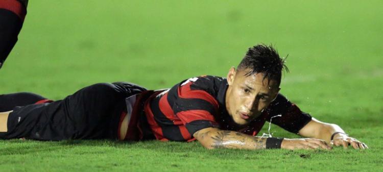 Neílton perdeu um pênalti e boas chances de marcar - Foto: Raul Spinassé | Ag. A TARDE