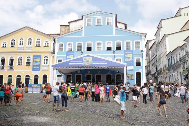 Baianos e turistas percorreram ruas do Centro Histórico logo cedo para acompanhar a programação da feira - Foto: Luciano da Matta l Ag. A TARDE