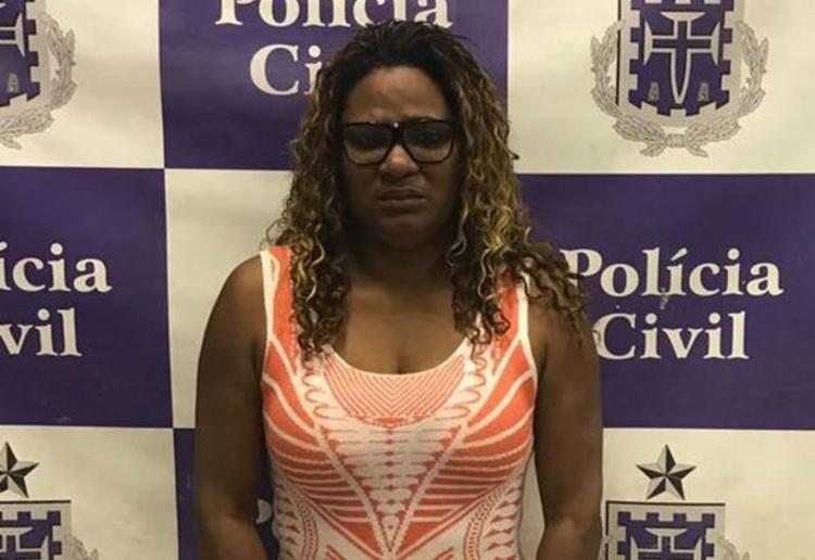 Cristiane alegou que companheiro preso pediu que ela buscasse o carro - Foto: Divulgação   Polícia Civil