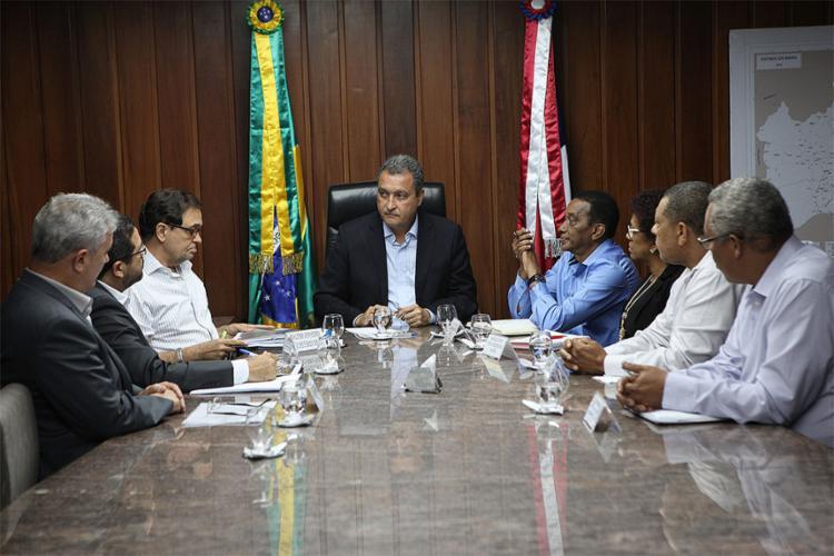 Rui atendeu professores na Governadoria nesta segunda-feira - Foto: Carol Garcia l Gov-BA