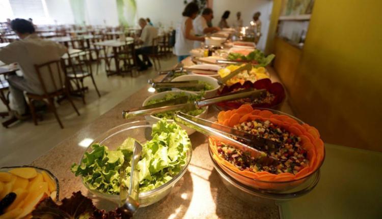 Adepto da dieta elimina proteína animal da dieta - Foto: Raul Spinassé | Ag. A TARDE