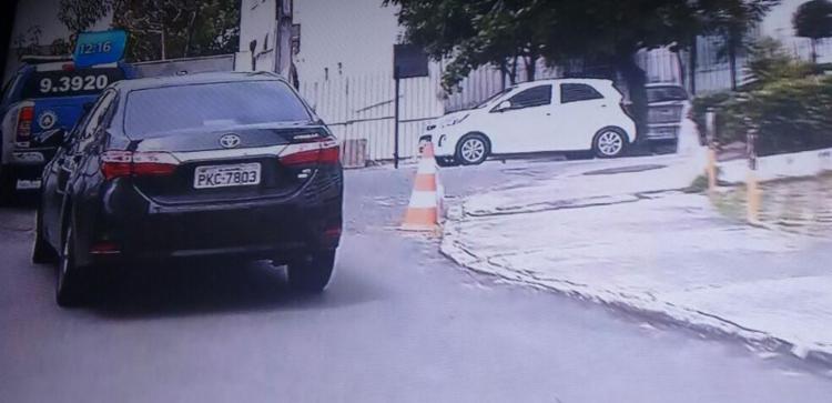 Veículo foi abandonado no bairro do Imbuí - Foto: Reprodução | TV Record