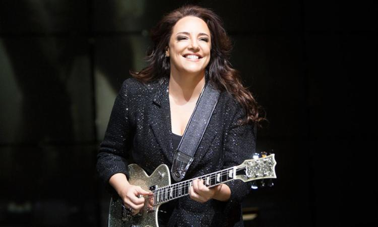 Cantora irá se apresentar na Concha Acústica do TCA - Foto: Léo Aversa | Divulgação