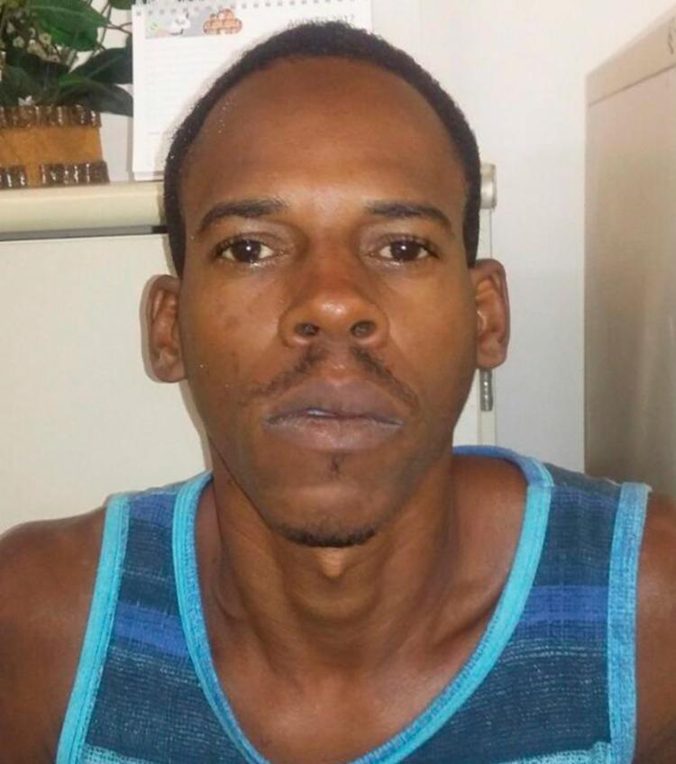 Anderson foi flagrado com drogas e arma na Chapada do Rio Vermelho - Foto: Divulgação | SSP-BA