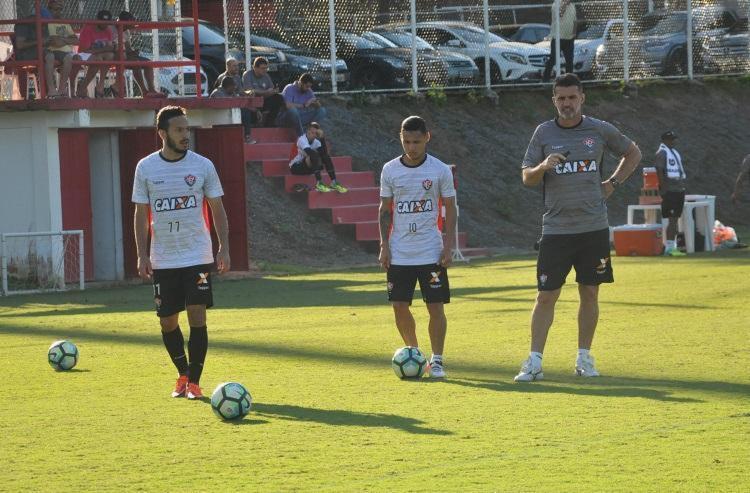 Mancini comandou treino na Toca do Leão visando a partida contra o líder Corinthians - Foto: Mauricia da Matta | EC Vitória