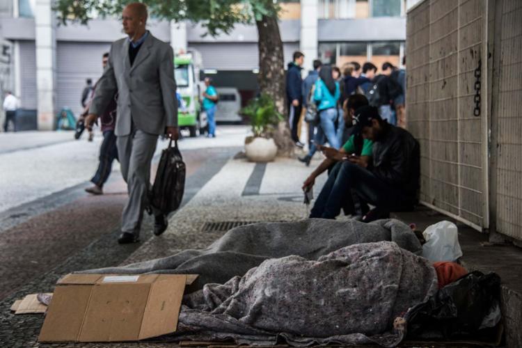 Com crise, 4,1 milhões de brasileiros voltaram para a faixa de pobreza