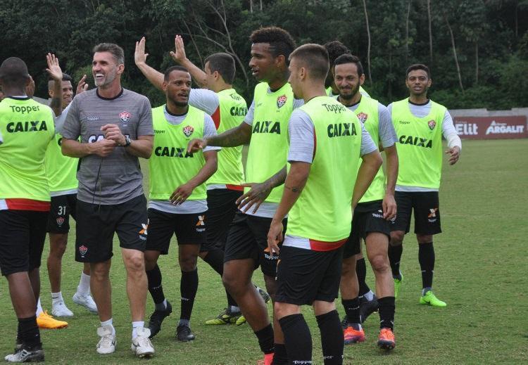 Mancini confia na capacidade de surpreender para tirar a invencibilidade do Timão - Foto: Mauricia da Matta | EC Vitória