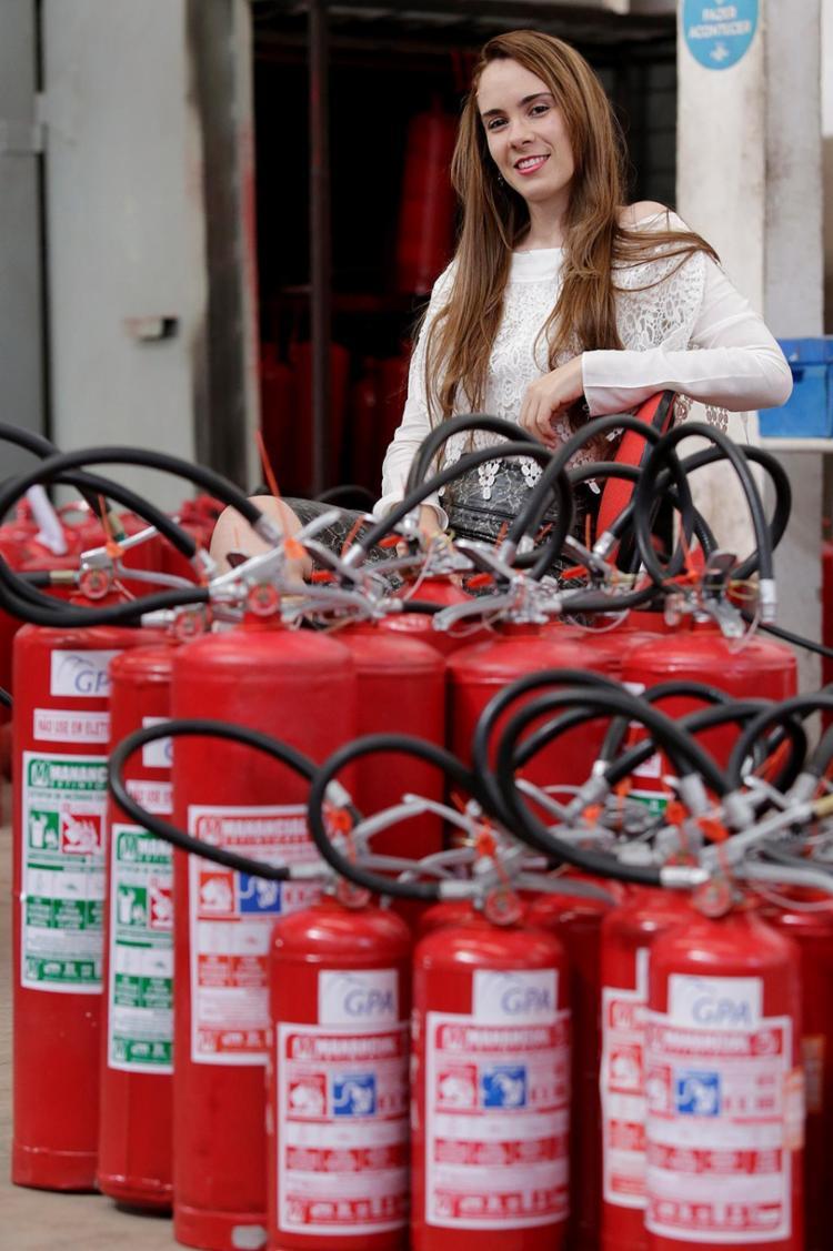 Ana Paula, da Manancial Extintores, conta que sentiu o preconceito quando começou a trabalhar - Foto: Adilton Venegeroles l Ag. A TARDE