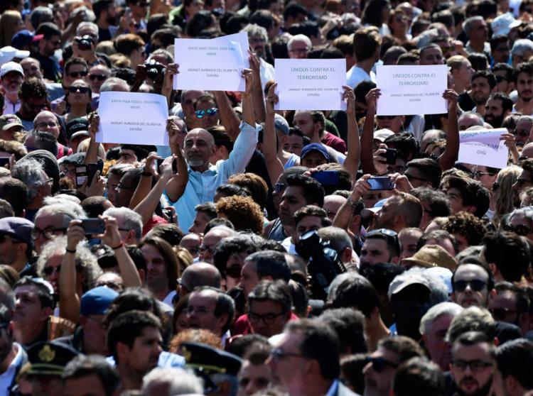 População foi às ruas para mostrar solidariedade às vítimas e indignação contra o terrorismo - Foto: Javier Soriano | AFP