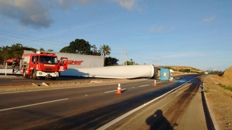 Acidente aconteceu na manhã deste sábado na estrada da Cetrel - Foto: Reprodução | Site Badogada