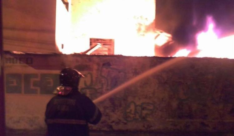 Bombeiros fizeram rescaldo para evitar novos focos de fogo - Foto: Divulgação | Bombeiros