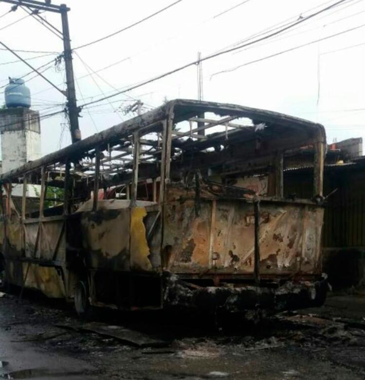 O veículo estava estacionado na rua Santos Titara - Foto: André Gustavo | Cidadão Repórter Via WhatsAap