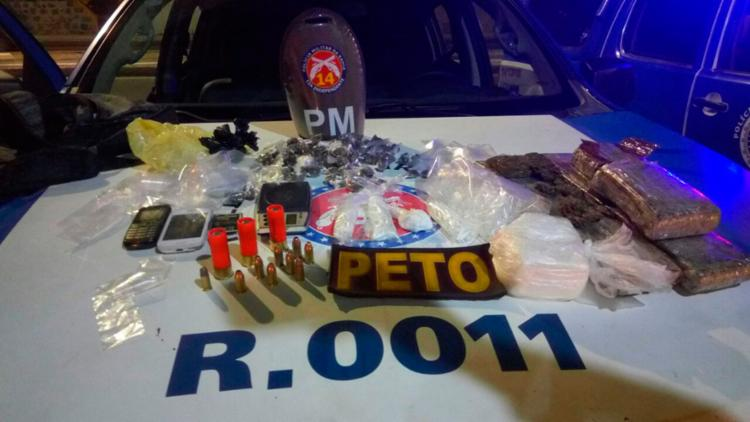 Drogas e armas foram apreendidas pela polícia - Foto: Divulgação | SSP