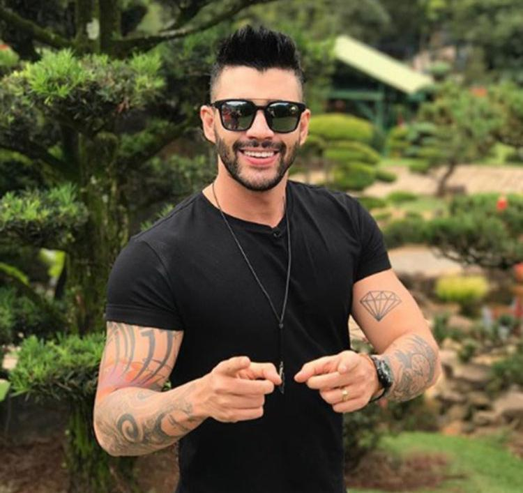 Gusttavo Lima respondeu a seguidora dizendo que se depender dele, o filho vai andar de ônibus sim - Foto: Reprodução | Instagram