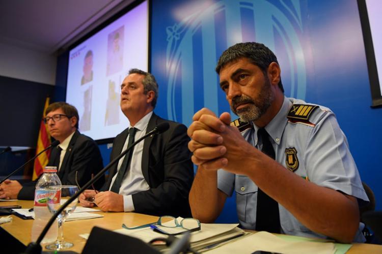 A polícia catalã concedeu entrevista à imprensa nesta segunda - Foto: Lluis Gene | AFP