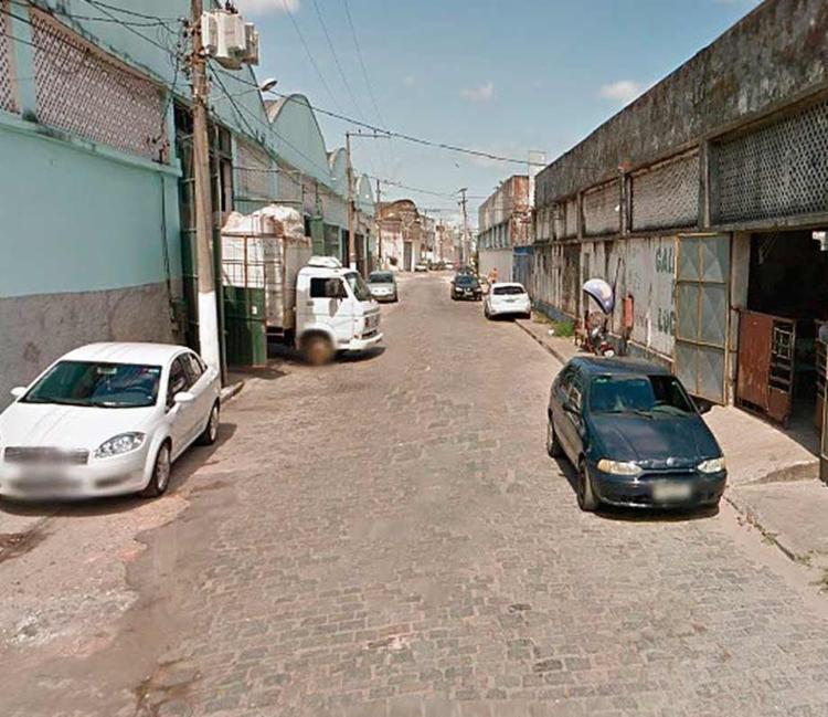 O veículo foi incendiado na rua Santos Titara - Foto: Reprodução | Google Maps