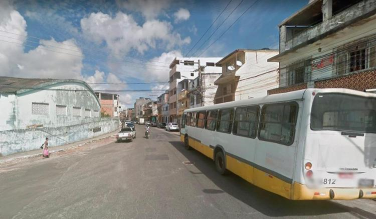 A paralisação foi feita depois de um ônibus ter sido incendiado na rua Santos Titara - Foto: Reprodução | Google Maps
