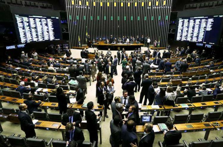 A Câmara só tem até o fim do mês para votar algo visando 2018 - Foto: Marcelo Camargo | Agência Brasil