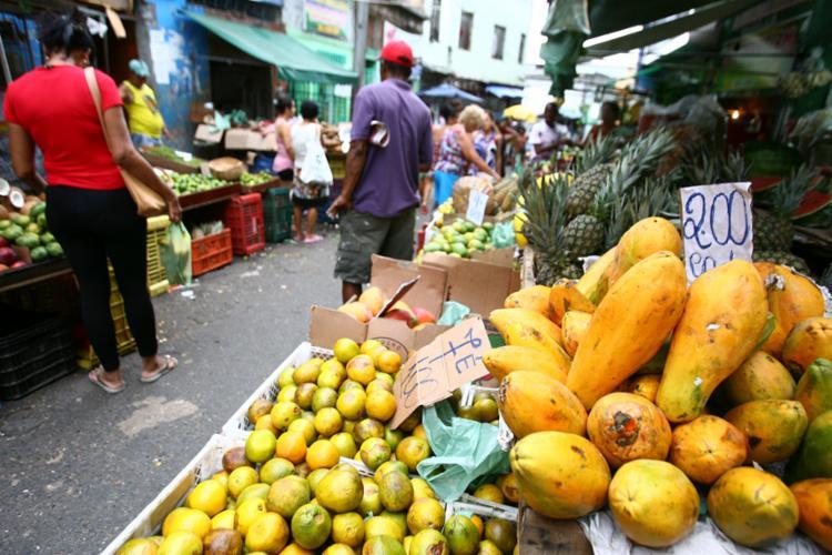 Queda no preço de alimentos estimulam desacelaração do IPCA - Foto: Joá Souza | Ag. A TARDE