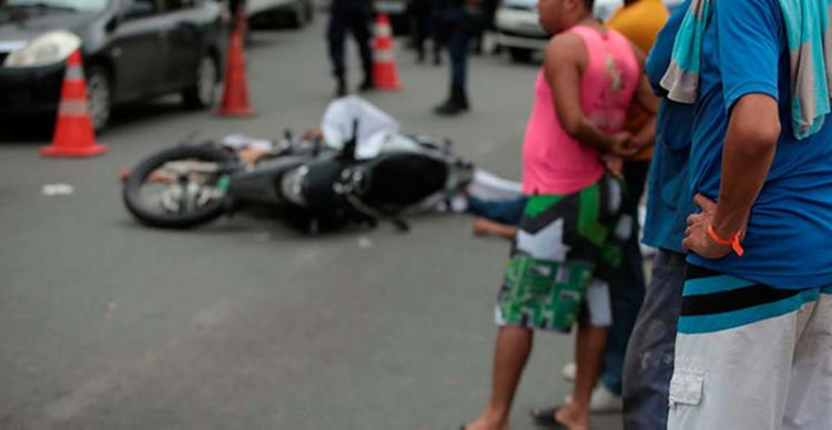 São 155 assassinatos por dia, cerca de seis por hora nos Estados brasileiros - Foto: Joá Souza   Ag. A TARDE   20.07.2017