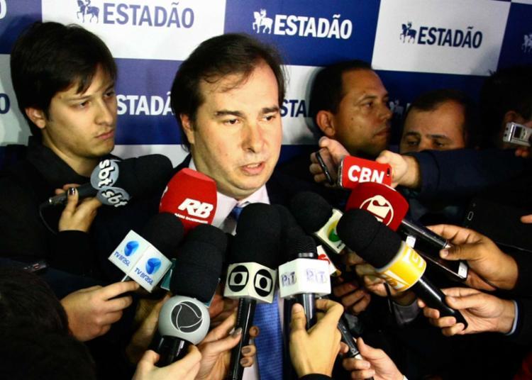 Maia afirmou que a Casa deve considerar a PEC no Senado que trata das doações empresariais - Foto: Aloisio Mauricio | Estadão Conteúdo
