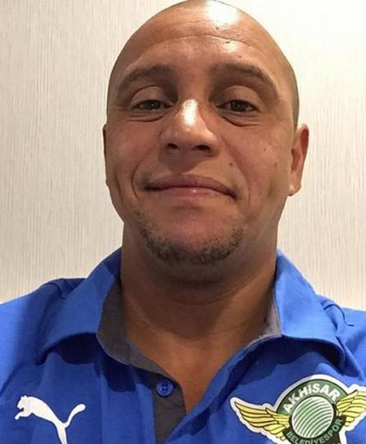 Justiça brasileira decreta prisão do ex-jogador Roberto Carlos