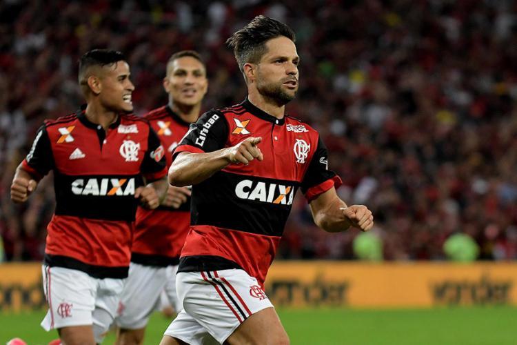 Diego foi o herói da classificação rubro-negro ao marcar o gol da vitória já no segundo tempo - Foto: Marcello Dias l Futura Press l Estadão Conteúdo