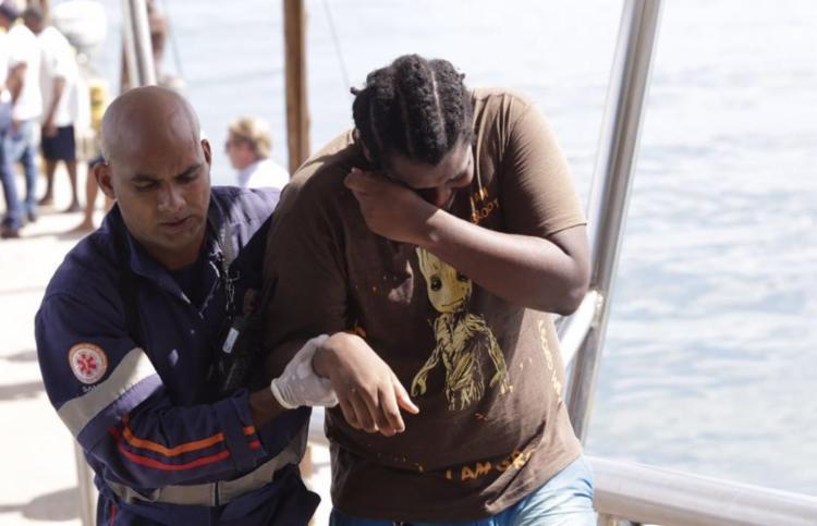 Equipes do Samu e socorristas voluntários realizam os resgates - Foto: Xando Pereira   Ag. A TARDE